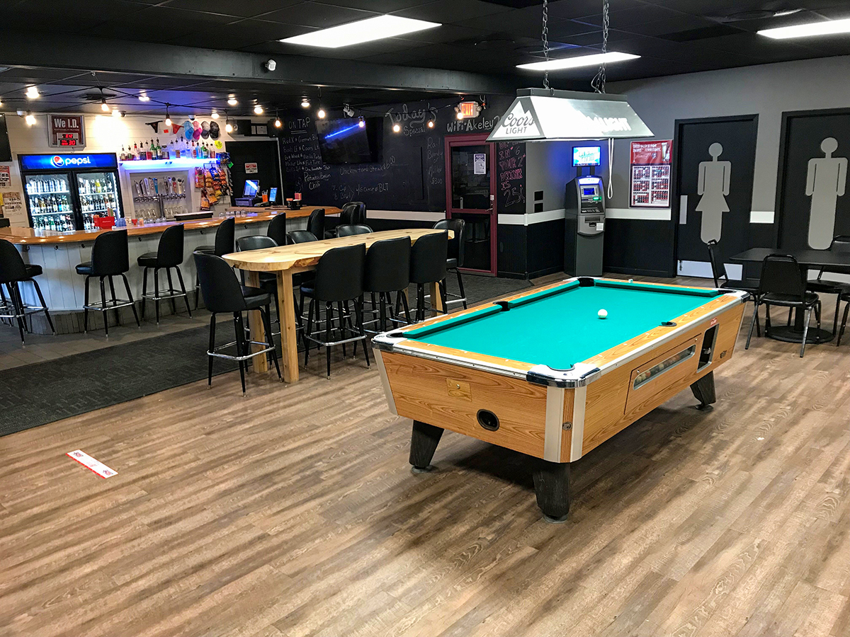 Red River Bar and Grill pool table and bar seating